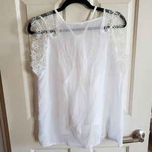 sunify Tops - NWT White lace vneck top